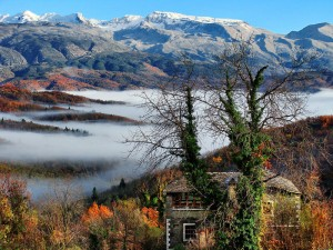 Papigo – Mikro Papigo. Designated traditional villages of Zagori, with a developed tourism infrastructure and woodcraft workshop. They are two of the most popular villages of the Zagori region and are located within the national park of Vikos-Aoos (altitude 960 m)